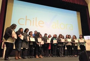 720 Manipuladoras de Alimentos PAE, Certificadas por Centro Siglo 21, en conjunto con el OTIC del Comercio y Chile Valora.